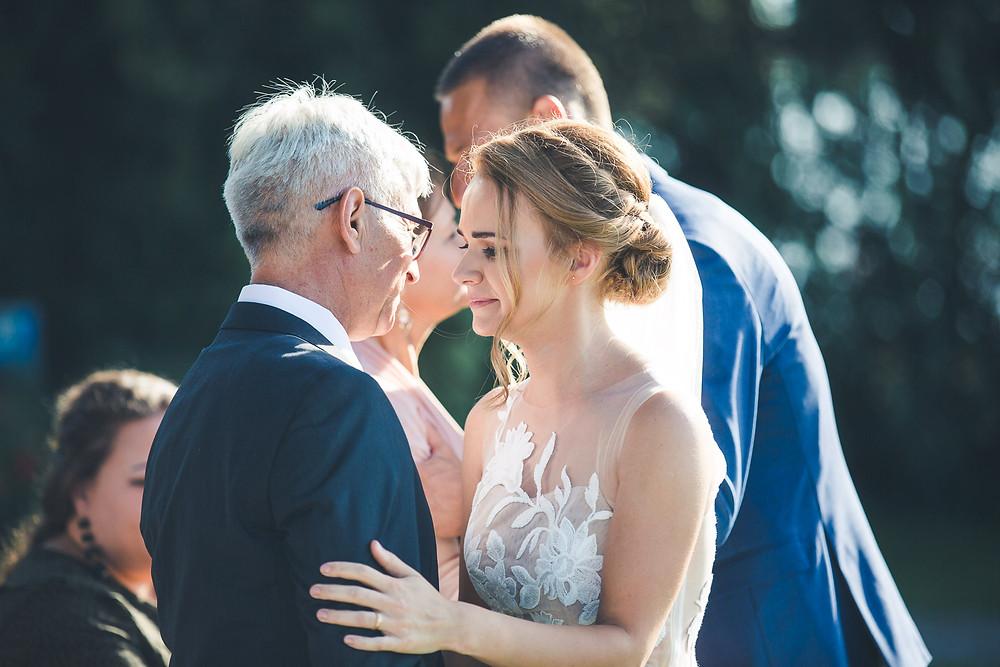 Balatoni Esküvő a Tópart Hotelben balaton parti szertartás szülő köszöntés
