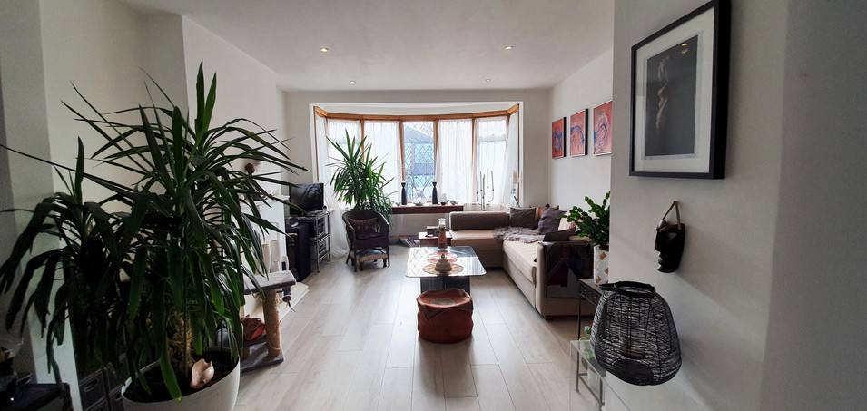 ON THE AVENUE - LIVING ROOM.jpg