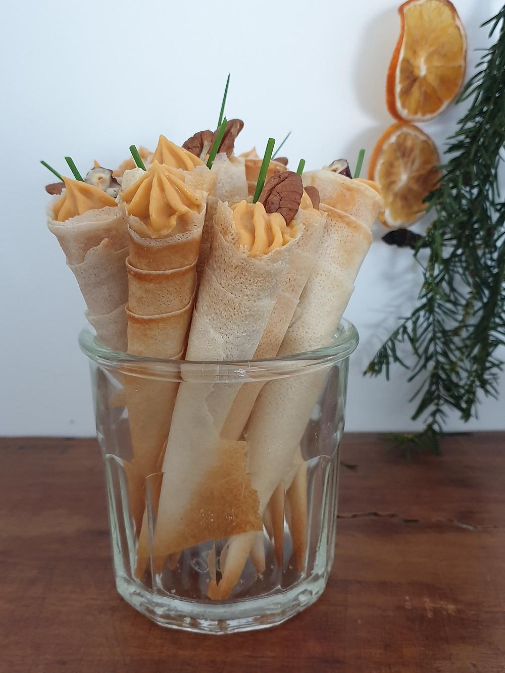 Cornets aux anchois, patate douce & éclat de noisettes