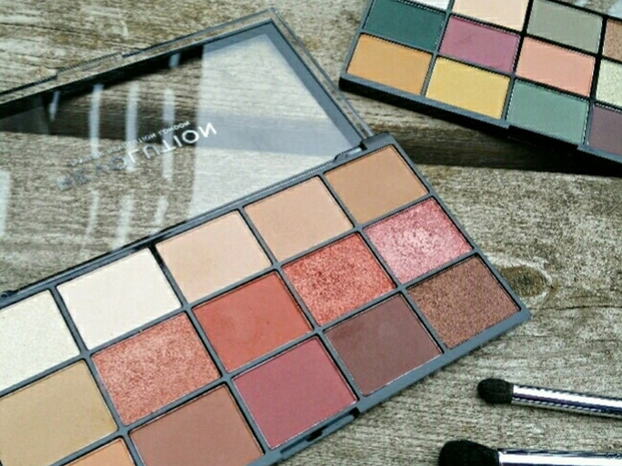 Review: Makeup Revolution Reloaded Palette - Iconic Fever