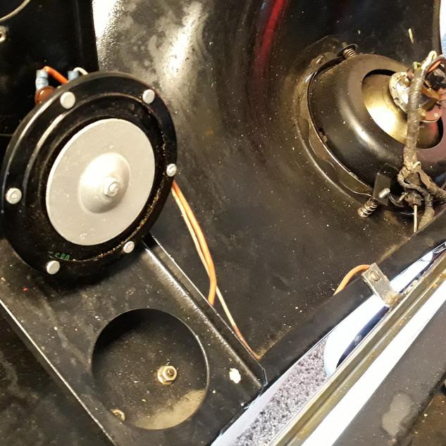Horn monteret i fronthjelmen.