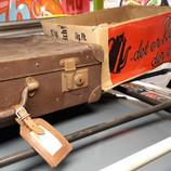 Tagbagagebærer og kuffert har fulgt bilen fra ny.