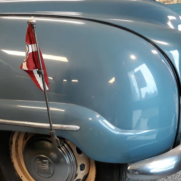 Flaget har siddet på bilen siden den var ny.