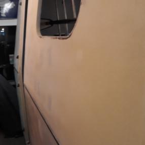 Karosseri uden vinduer.