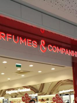 Perfumes & Companhia
