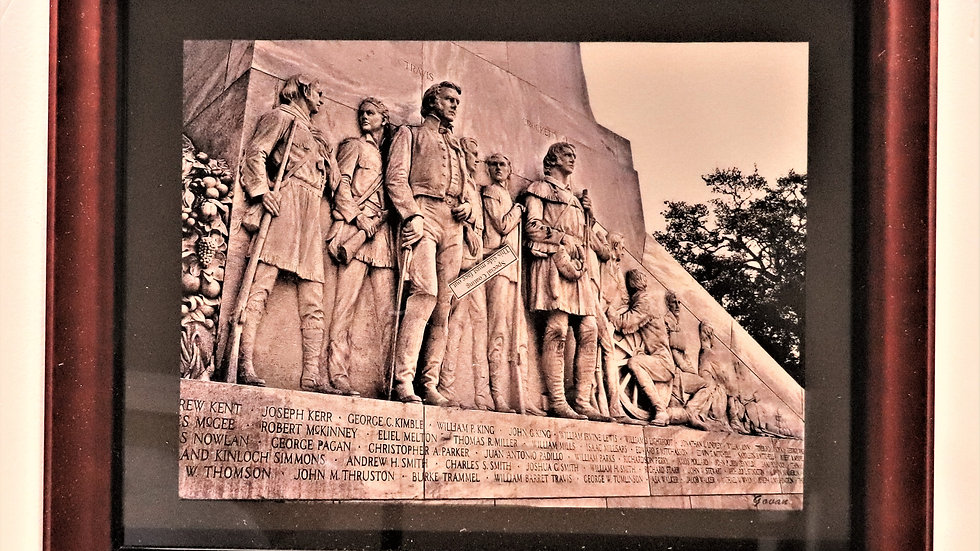 Photography - Travis & Crockett on the Cenotaph at The Alamo