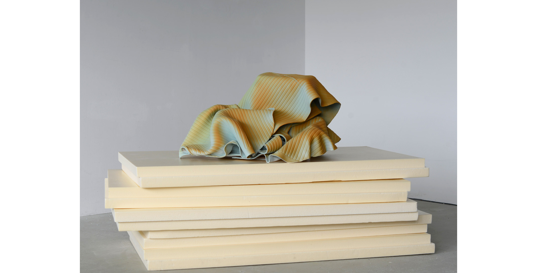Vera Kox, Resting assured (shedding), 2020, ceramic, insulation panels, 80x126x61cm