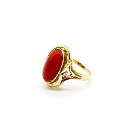 Vintage 14ct Gold and Coral Ring