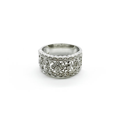Antique Style White Gold Ring with Diamonds