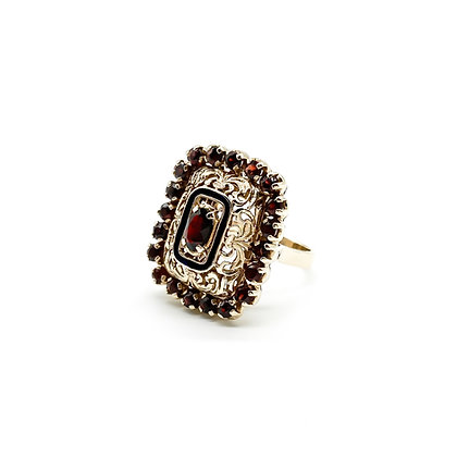 14ct Gold and Garnet Ring