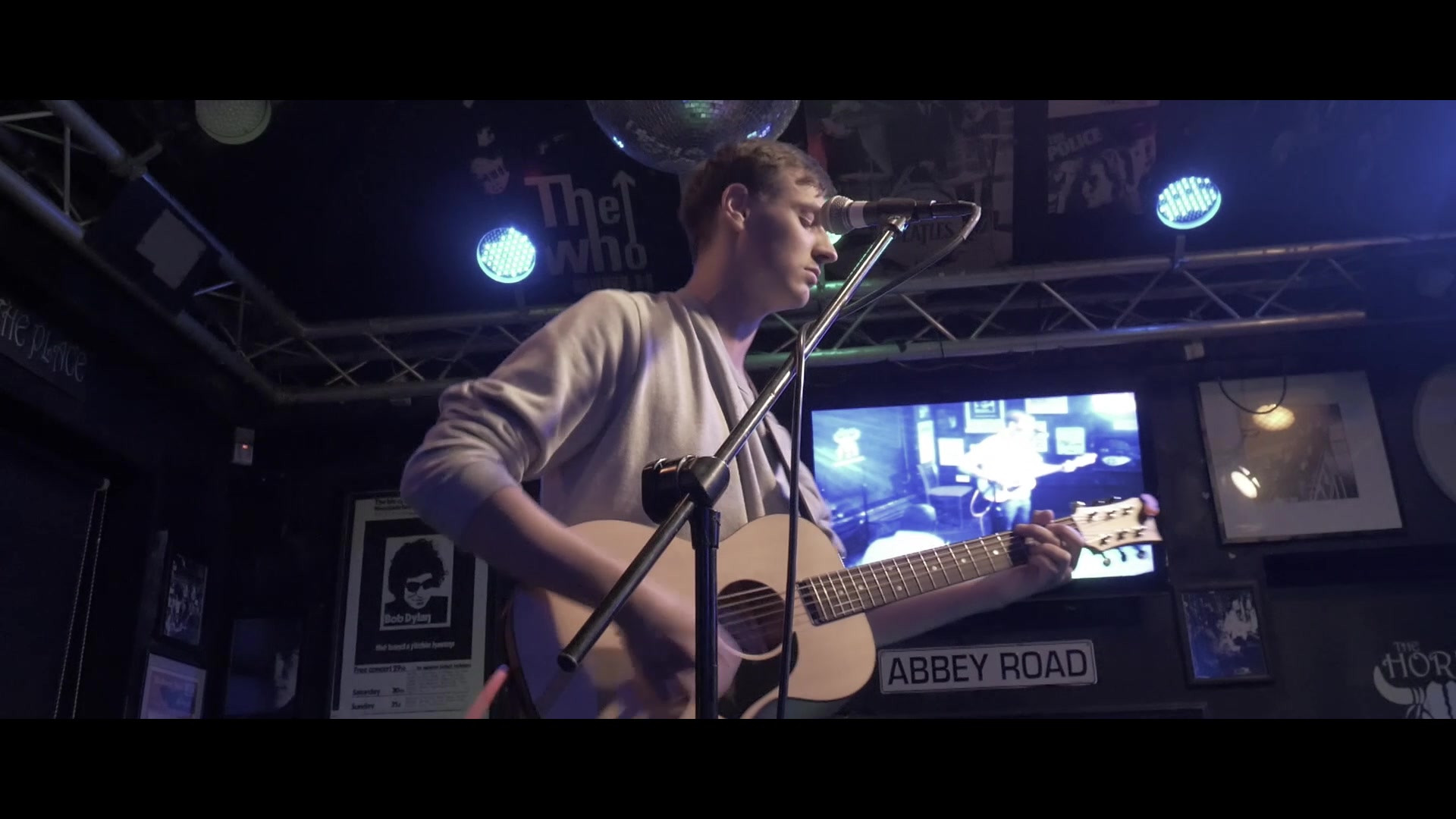 Jono Pamplin _ The Horns Live Music Venu
