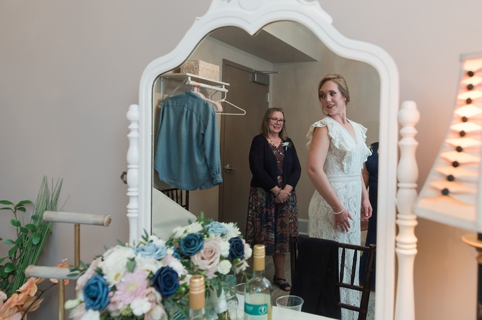 Mom and Bride first looks - micro wedding