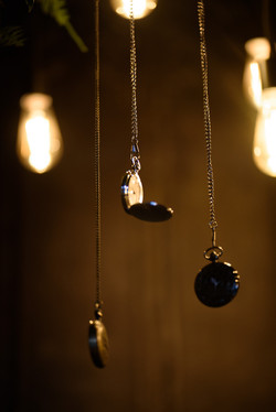 Pocketwatches and dripping lights - Alice in Wonderland theme Wedding