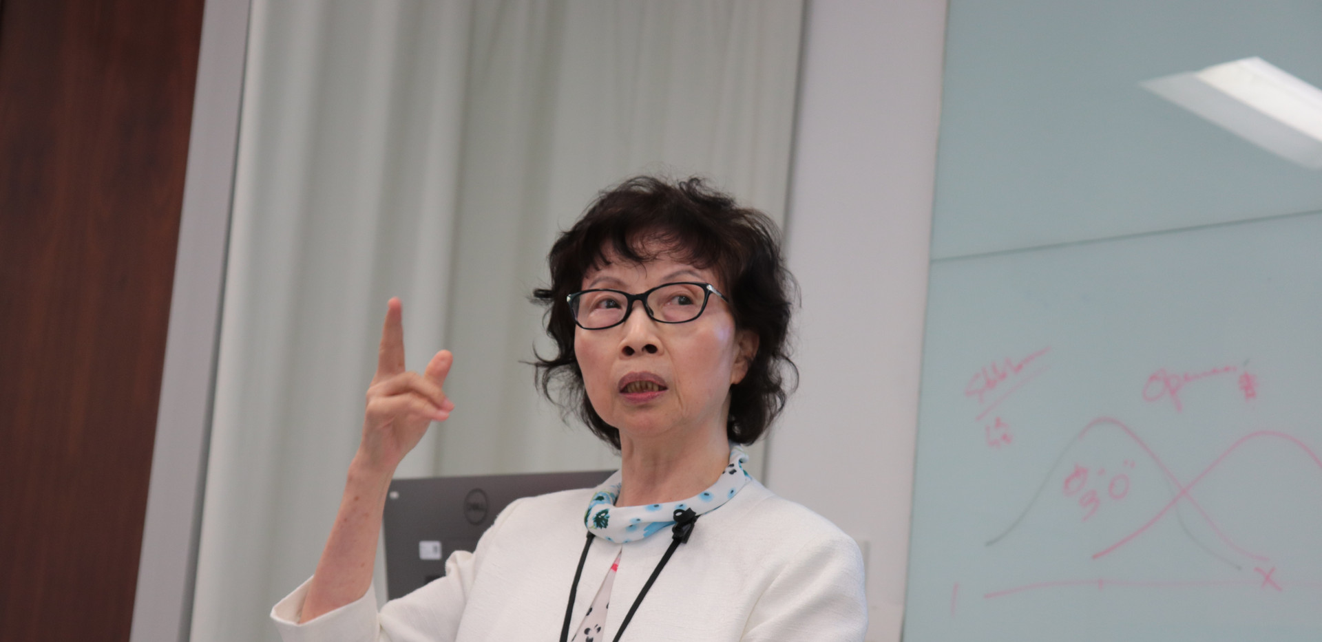 """[Workshop] Professor Ada Chan Yuk-Sim Mui from The Columbia University School of Social Work delivering a workshop named """"Healthy Ageing: Me, You and Them"""" to """"Senior Champions"""" and friends (June 28th, 2019)"""