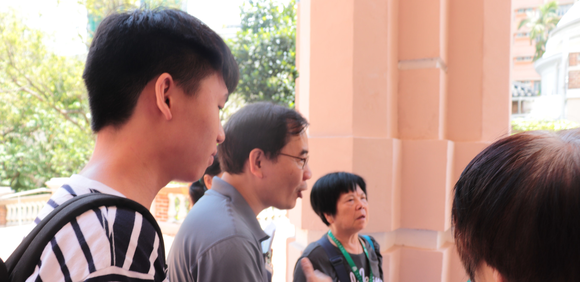 """[Legal talk and HKU tour] """"Outreach Legal Talks Initiative"""" (HKU OUTLET)'s second and finallegal talk formembers from St. James' Settlement and HKU guided tours with """"Senior Champions"""" before talk(June 29th, 2019)"""