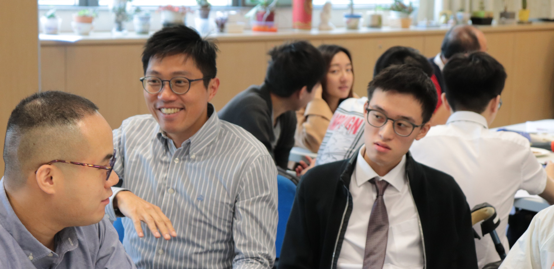 """[Workshop] HKU MBBS year IV students at """"Diversity of Ageing"""" workshop exchanging ideas with """"Senior Champions"""" (November 7, 2019)"""