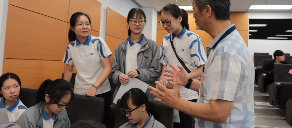 """[Lecture] Dr Vivian Lou, with the help of a dozen """"senior champions"""",delivering a lecture to 150 secondary school students and teachers on population ageing and combating ageism (June 26th, 2019)"""