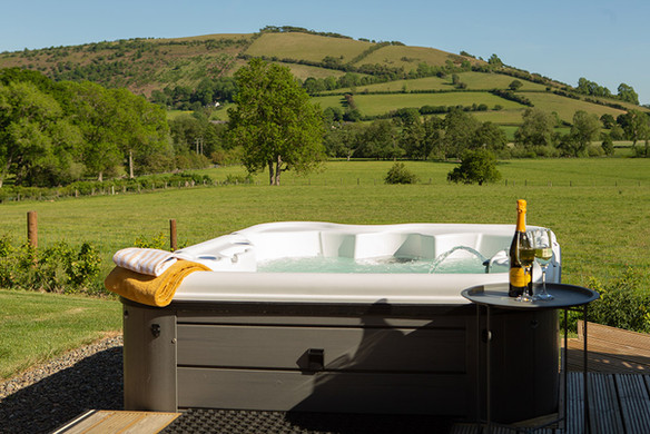 private hot tub luxury uk glamping.jpg