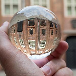 Toruń widziany przez szklaną kulę