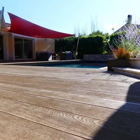 25 – terrasse bois de 90 m2 autour d une