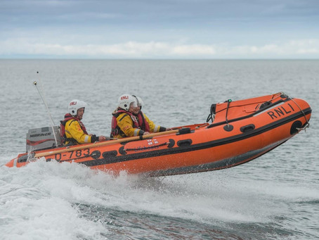 Larne RNLI assist two sailors in 30ft yacht
