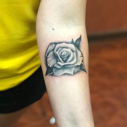 1 rose. 1 hour. 1 hundred dineros.jpg