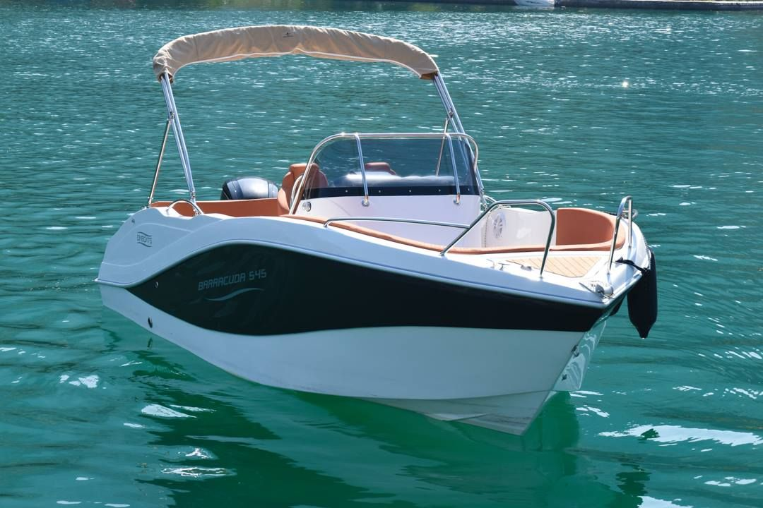 Alquiler de barco a motor