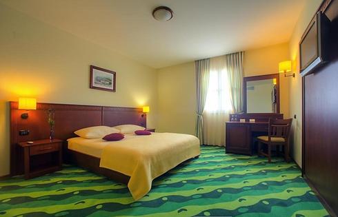 HF_hotel-vrata-krke (3).png