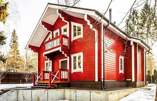 резиновая краска супер декор покрашенный дом в красный цвет