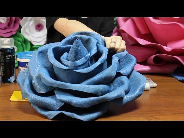 цветок из изолона покрашенный резиновой краской
