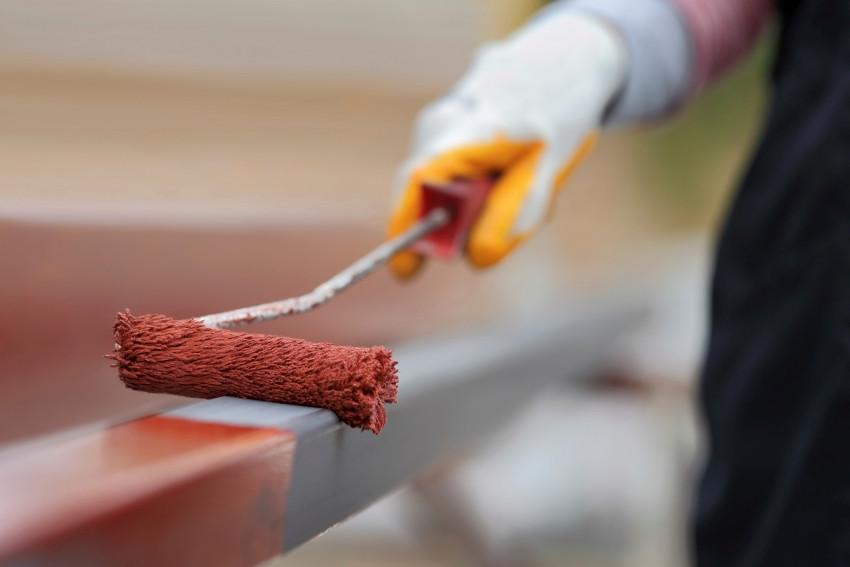 Красим цветной металл по ржавчине в красный цвет