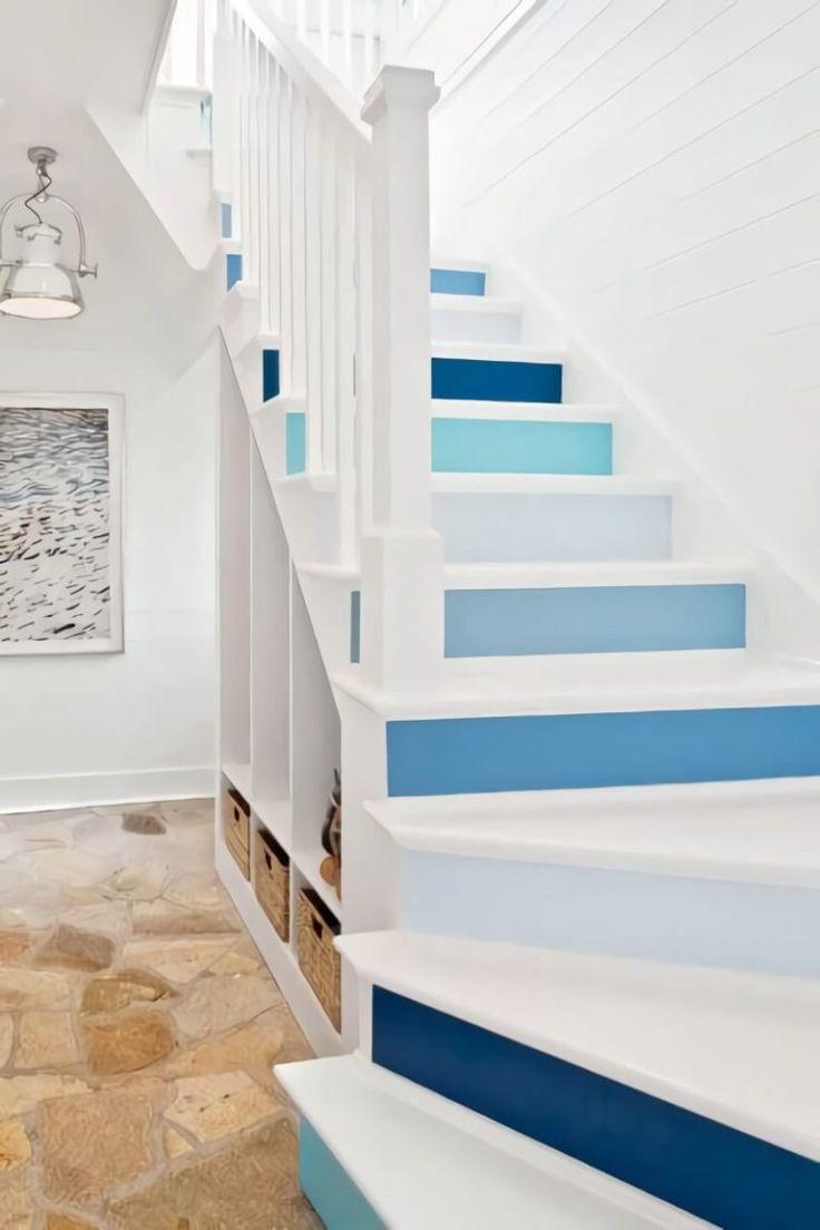 лестница покрашена резиновой краской в белый цвет
