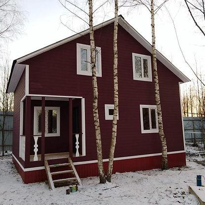 деревянный дом покрашен резиновой краской супер декор цветом №13 Гранат