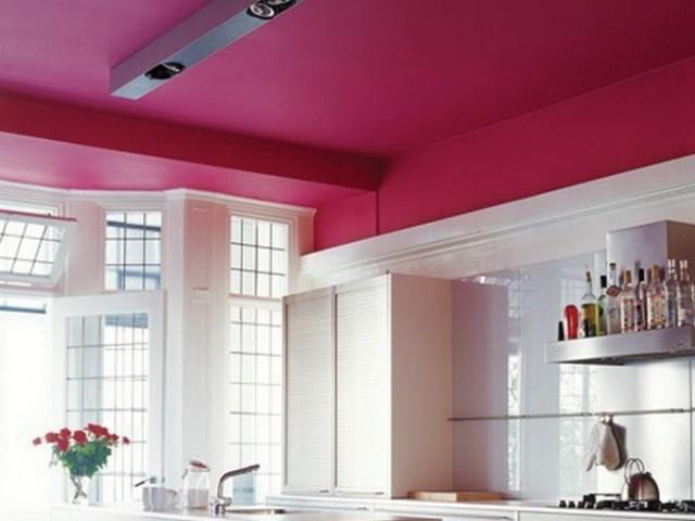 покрашенный потолок резиновой краской супер декор в красный цвет
