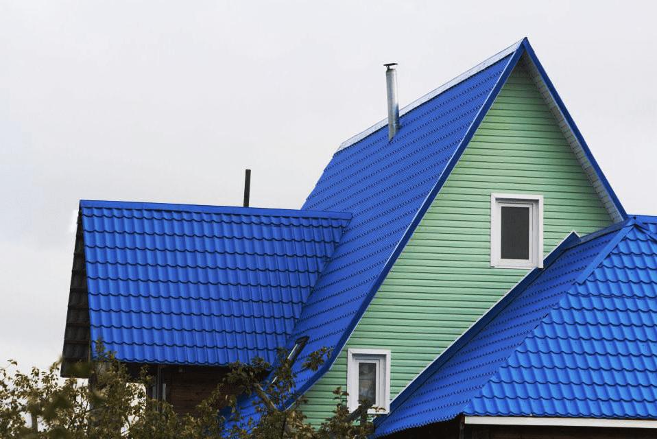 крыша из металлочерепицы покрашенная резиновой краской супер декор раббер в синий цвет