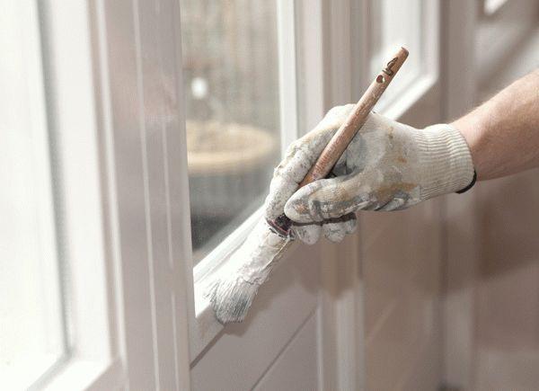 красим резиновой краской супер декор пластиковую дверь балкона  в белый цвет