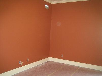 стены покрашены цветом №18 Кирпич