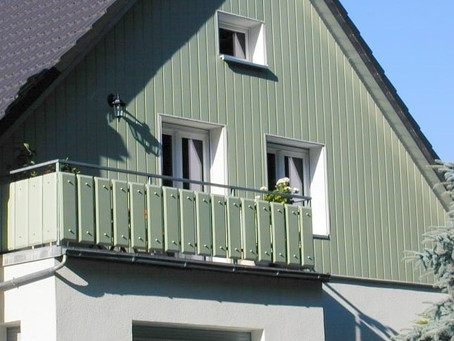 Краска для фронтона. Как покрасить фронтон дома?