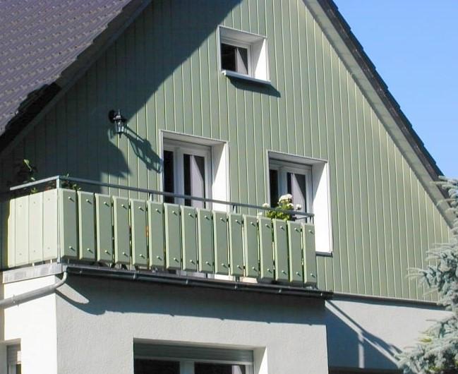 фронтон покрашен резиновой краской супер декор в салатовый цвет