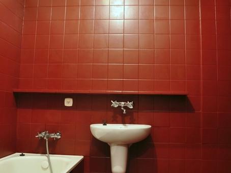 Покраска стен в ванной комнате. Выбор краски и порядок работ.