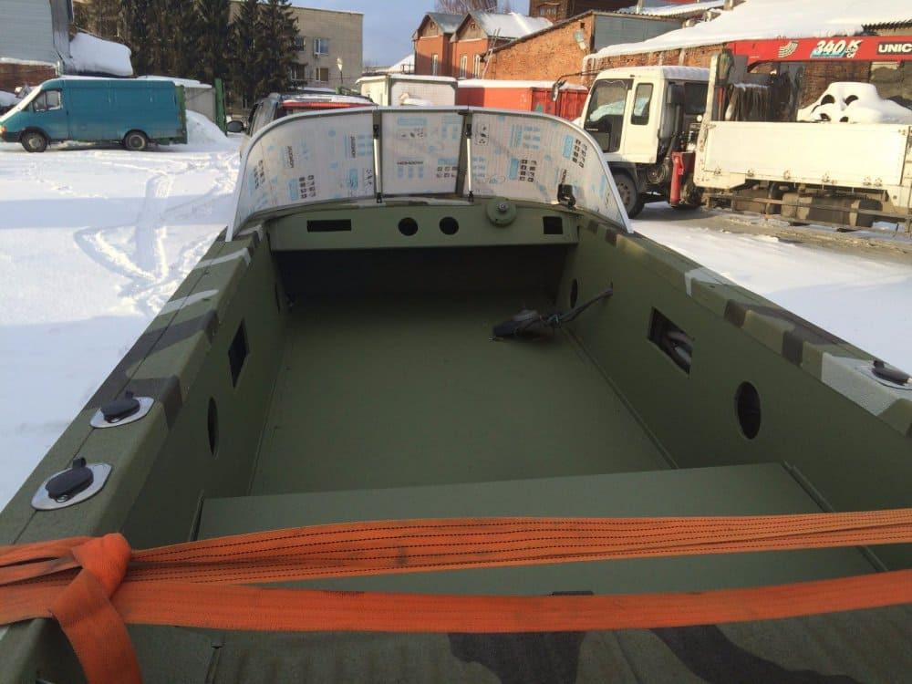 лодка покрашенная резиновой краской Super Decor в зелёный цвет