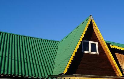 шиферная крыша покрашена резиновой краской Super Decor цветом №1 Ондулин зелёный