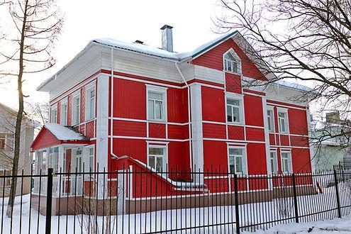 здание покрашено цветом №5 Алые паруса