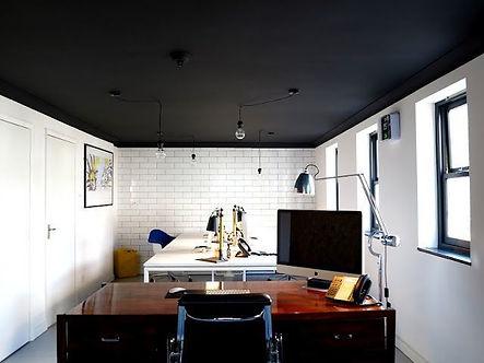 потолок покрашен резиновой краской Super Decor цветом №12 Карибская ночь