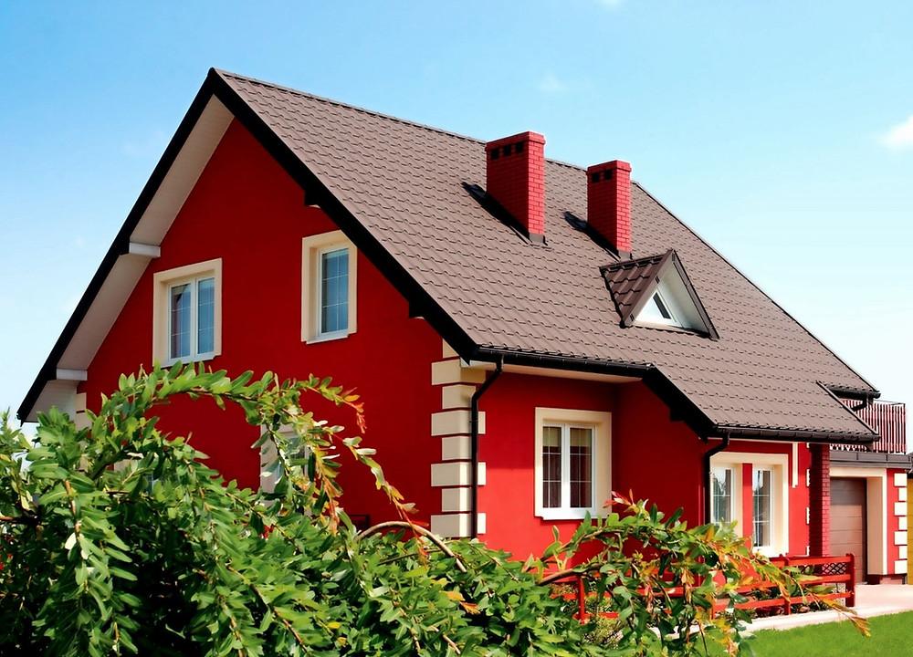 фасад дома покрашенный резиновой краской super decor в красный цвет