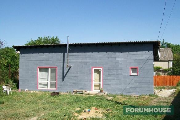 покрашенный дом из газобетона резиновой краской супер декор в серый цвет