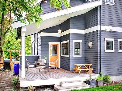 Выкрашенный деревянный дом Резиновой краской Super Decor Rubber