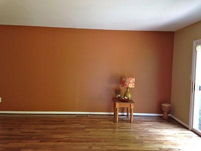 стена покрашена цветом №18 Кирпич