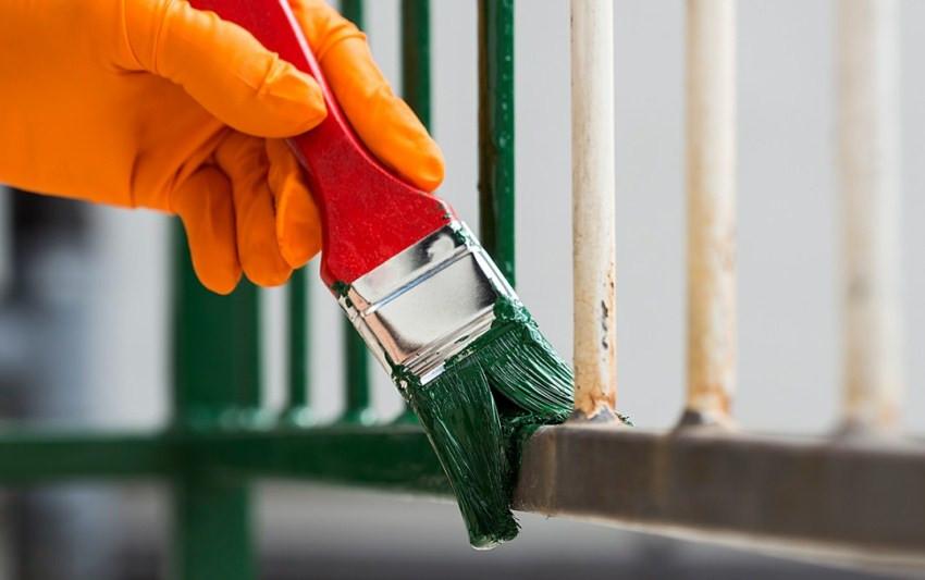 красим забор резиновой краской