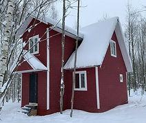 дом покрашенный резиновой краской супер декор в цвет гранат
